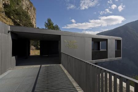 Alpi in divenire. Centro visitatori della ex miniera di Chamousira, Brusson. Veduta della struttura di accoglienza_foto di Filippo Simonetti