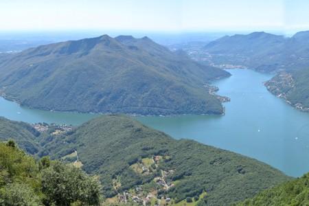Lago di Lugano, panorama che si estende tra il Canton Ticino, la Provincia di Como e la Provincia di Varese