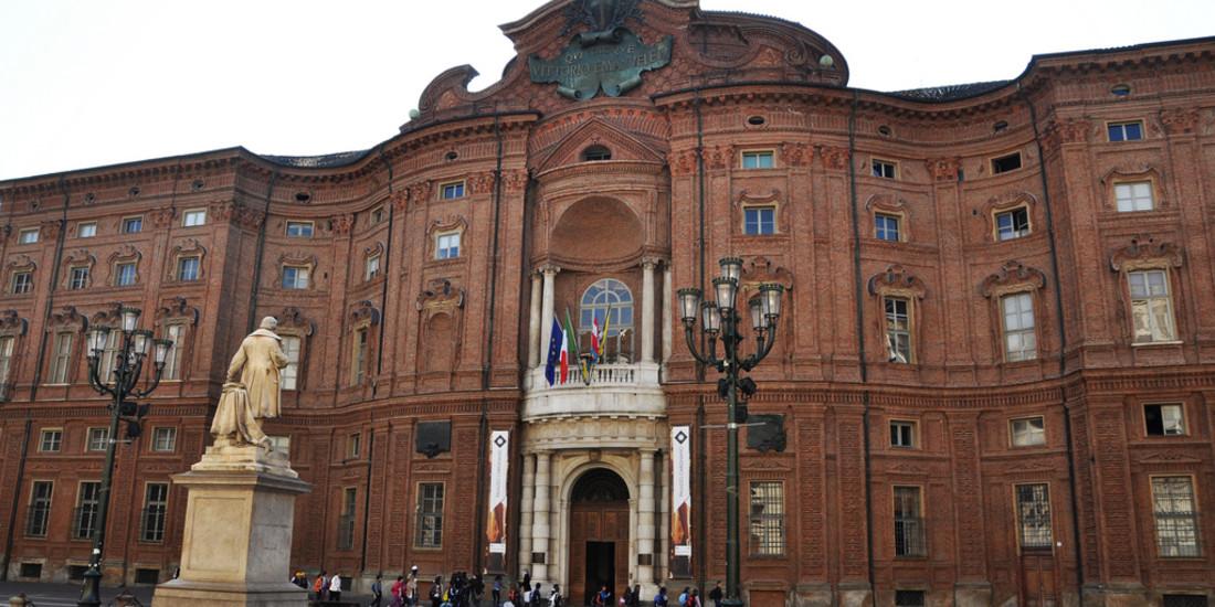 Torino, facciata da Piazza Carignano