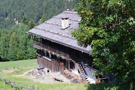 Il Filzerhof a Fierozzo/Vlarotz, l''antico maso mòcheno, ora di proprietà dell'Istituto, restaurato e visitabile dal pubblico