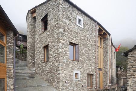 Il centro culturale Lou Pourtoun a Ostana progettato dai ricercatori dello IAM (foto L. Cantarella)