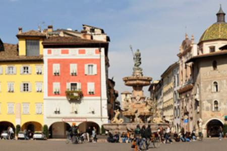 Panoramica della Piazza del Duomo, a Trento
