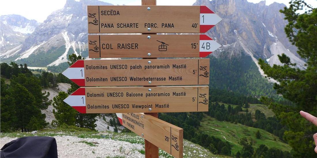 Il balcone sorge a quota 2.200 metri nei pressi della stazione a monte dell'impianto di risalita Col Raiser lungo un sentiero fortemente battuto. @Foto: Fondazione Dolomiti UNESCO