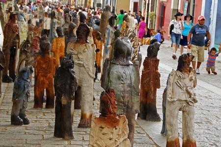 2501 Migrantes, Installazione artistica davanti alla Chiesa di Santo Domingo, Oaxaca, Messico - Artista Alejandro Santiago Ramirez
