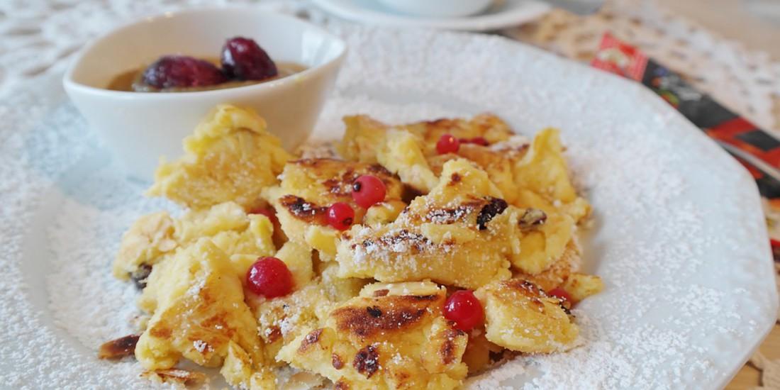 Tipico piatto tirolese Kaiser Schmarren, il dolce preferito dal Re Francesco Giuseppe