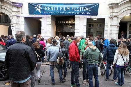 Pubblico del festival davanti al cinema