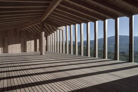 Alpi in divenire. Casa sociale Caltron, Cles, Trento. Il paesaggio e la terrazza al primo piano_foto di Mariano Dallago